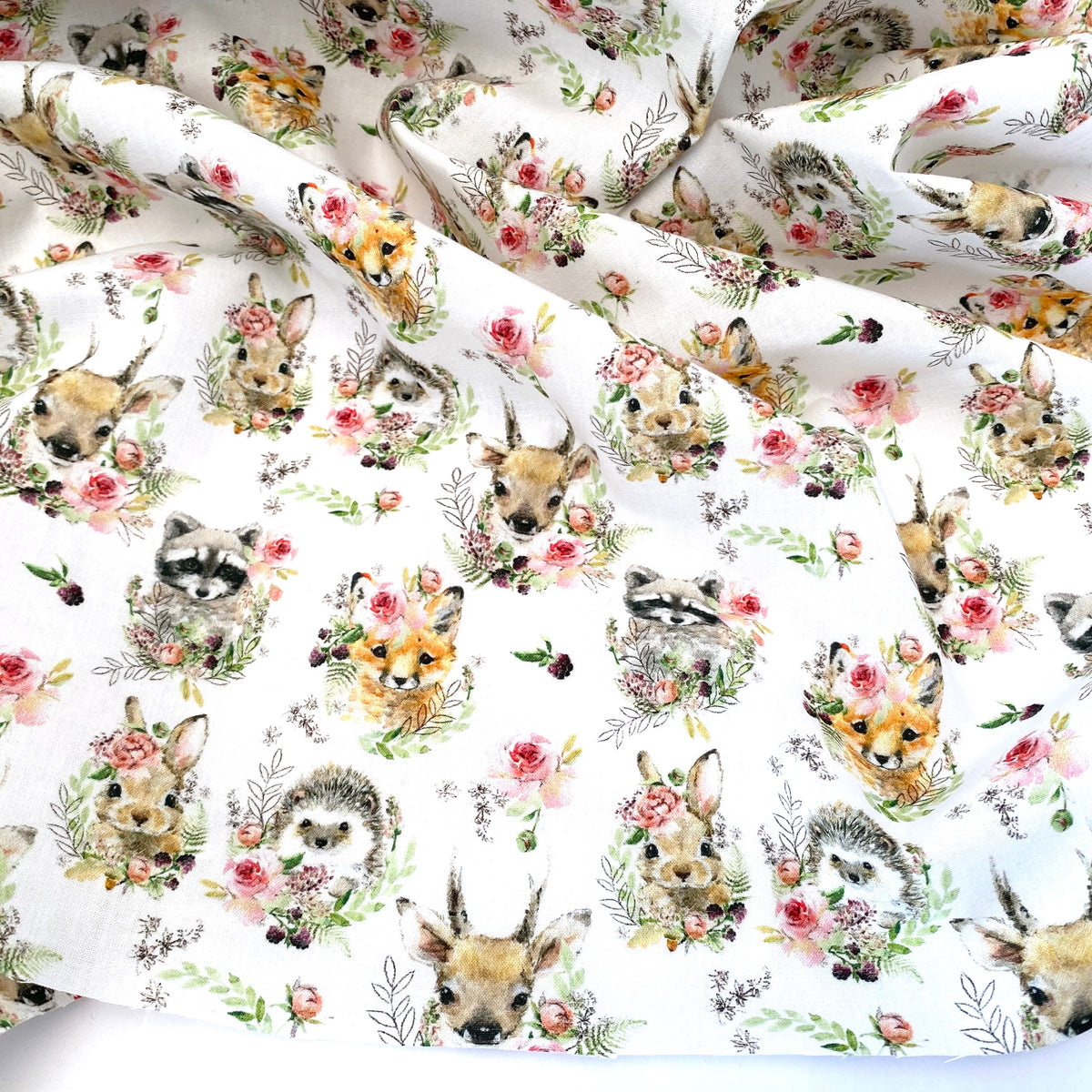 Cute woodland animals 100% cotton  fabric, sold per 1/2 metre, 137cm wide ( 58 inches )