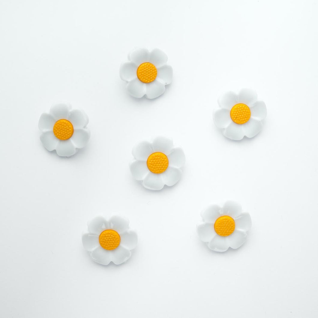 White Daisy Flower with Yellow Centre Buttons 2 Sizes 18mm & 21mm.  Sold Per 5 Buttons
