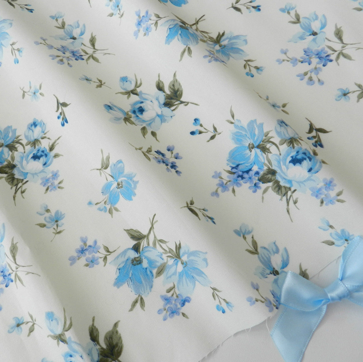 Floral Blue & Ivory, 100% cotton poplin fabric by the half metre, 44 inches wide ~