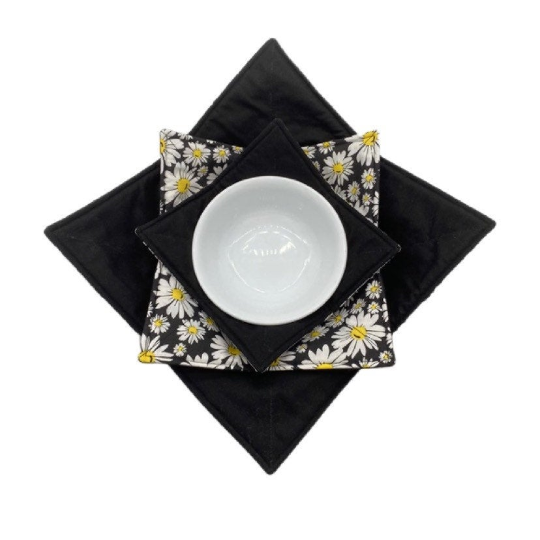 Microwave Bowl Cozy - Flower Black White Yellow