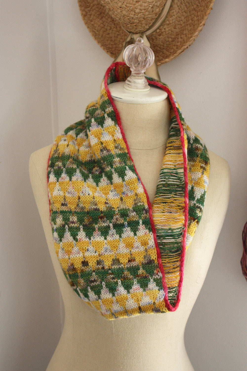 Cair Paravel Infinity Scarf / Cowl Colourwork Knitting Pattern ...