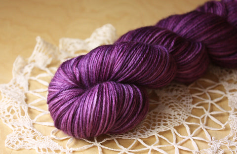 Beurre / Fingering Weight / Candied Violets Superwash Merino Wool