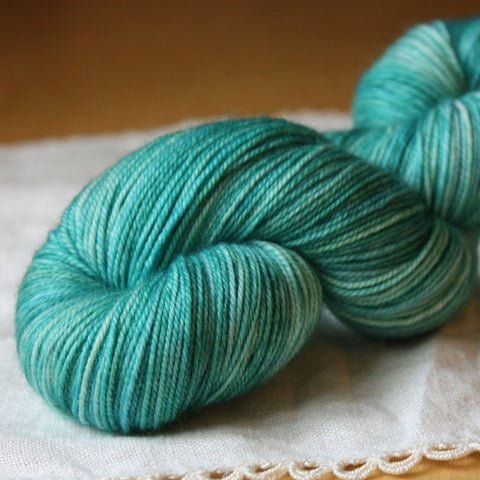 Alluree / Fingering Weight / Sargasso Superwash Merino Cashmere Nylon Hand Dyed Yarn / Ready to Ship