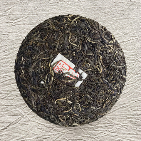 Tea cake of young raw pu-erh