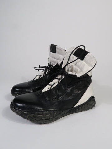 SD03 Black & White Sneaker