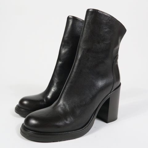 D3561 High Heel Ankle Boot in Ebony