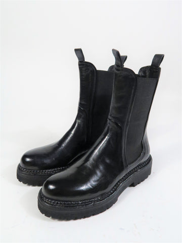 11070 High Chelsea Boot in Black