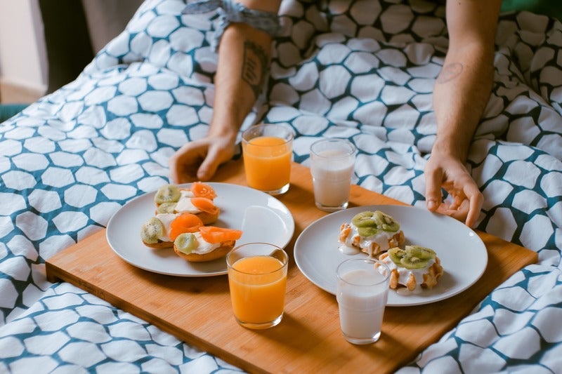 How Your Diet Affects Your Sleep (And Vice Versa)