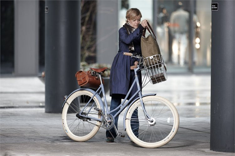 Hoxton Wire Basket on bike in action with camden tote bag