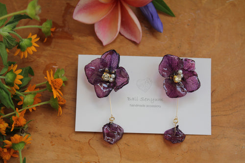 Violet Hydrangea & Petal Earrings -Titanium pierce (チタンピアス)