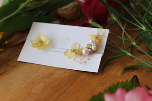 Asymmetrical Yellow Hydrangea Earrings - Clip On and Titanium Pierce チタンピアス No.1