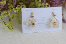 White Hydrangea Earring with Baby's Breath