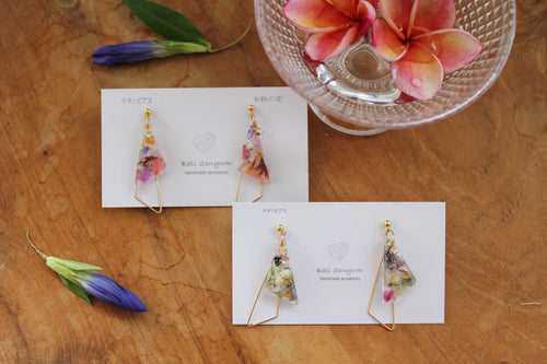 Triangular Floral Earrings With Seasonal Hydrangea No.16