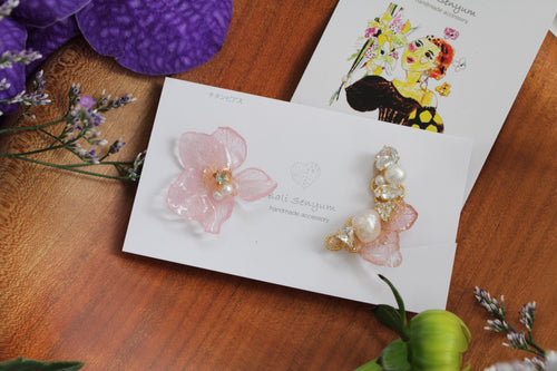 Asymmetrical Clear Pink Hydrangea Earrings - Clip On and Titanium pierce (チタンピアス) - No.5