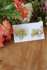 Asymmetrical Light Green Hydrangea Earrings - Clip On and Titanium pierce (チタンピアス) - No.1