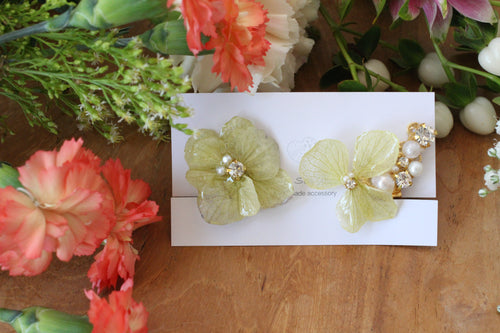 Asymmetrical Light Green Hydrangea Earrings - Clip On  イヤリング No.1