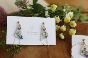 Triangular Floral Earrings With Seasonal Hydrangea No.11