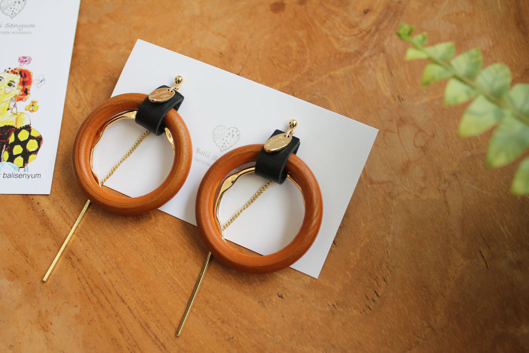 Dual Hoops with Charm
