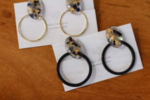 Quartz and Sandstone Oval with Black Hoop