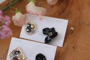 Black Hydrangea and Flower Medallion チタンピアス