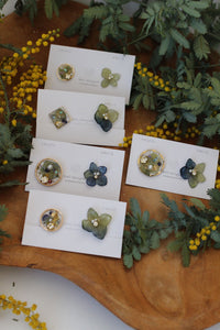 Green and Blue Blended Hydrangea and Flower Medallion Earring(イヤリング)