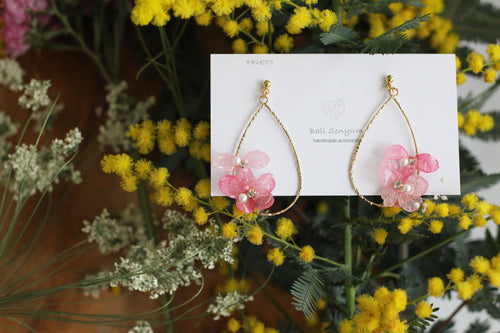 Teardrop Hoop Earrings with Pink and Light Pink Hydrangeas - Limited item (チタンピアス)
