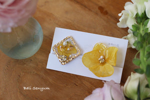 Yellow Hydrangea and Flower Medallion Earrings (イヤリング)
