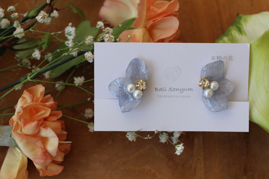 Light Blue Hydrangea Wing Earrings (イヤリング)No.3