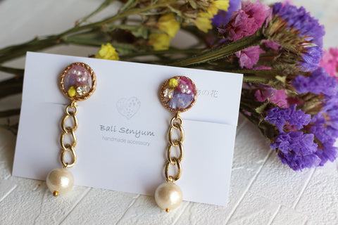 Chain-Link Earrings with Real Flowers and Cotton Pearls