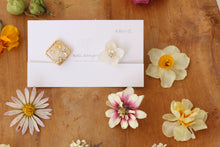 Hydrangea and Flower Medallion Gold Plated Clip-on (イヤリング)- No.25