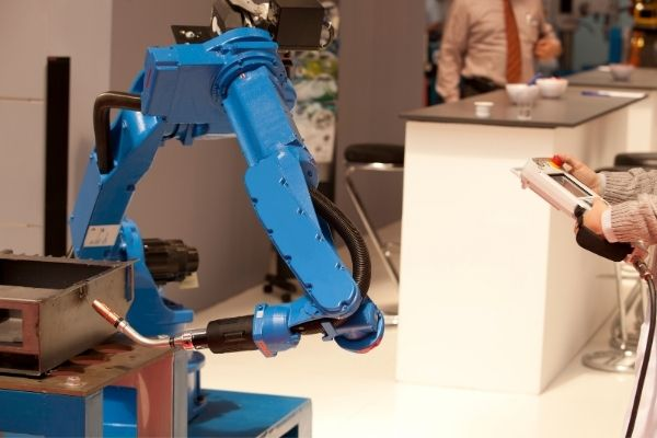 A robot working with the help of an industrial linear actuator