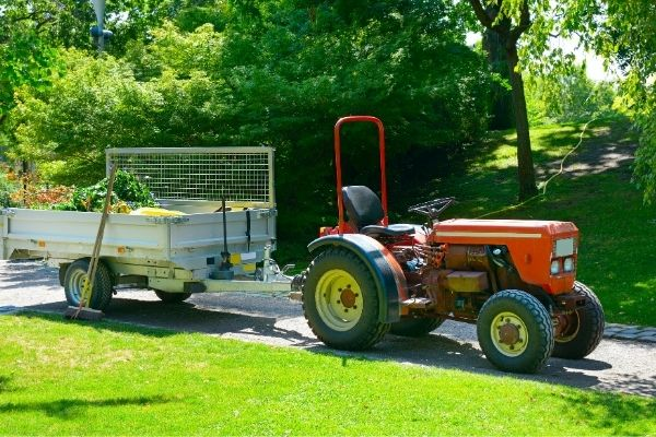 Electric actuator for garden tractors