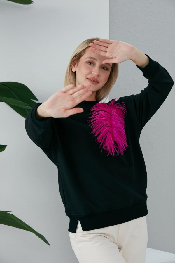 WOW Sweatshirt in Black With Feather
