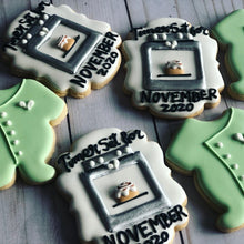 Load image into Gallery viewer, Baby announcement cookies gift