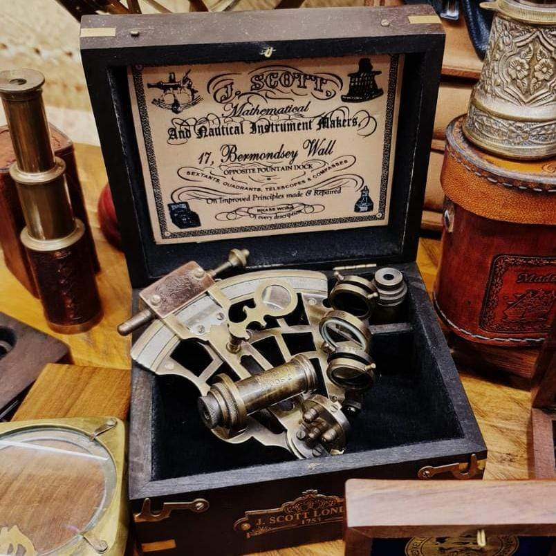 Calvin GIFTS Sextant with Wooden Box