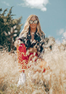 Iris Wayfarer sunglasses - Lifestyle shoot