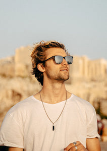 Foldable sunglasses - Rover classic wayfarer design - Lifestyle photo