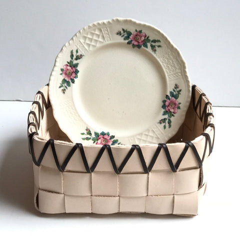 TABLETOP BASKET PLANTER WITH VINTAGE FLORAL TEXTURED PLATE