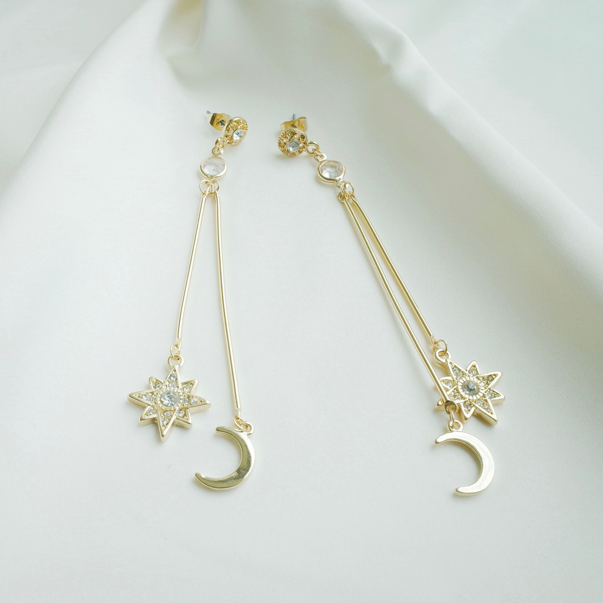 Moonlight Beauty Earrings in Gold