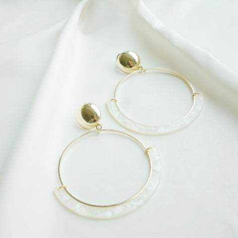 Starring Role Earring in Cream and Gold