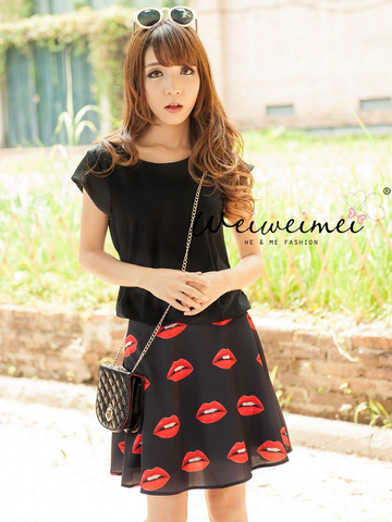 lips skirt and cotton t-shirt set