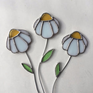 Cheerful daisy stained glass plant stake - home decor handmade in Vermont by artist Carrie Root of the Root Studio.