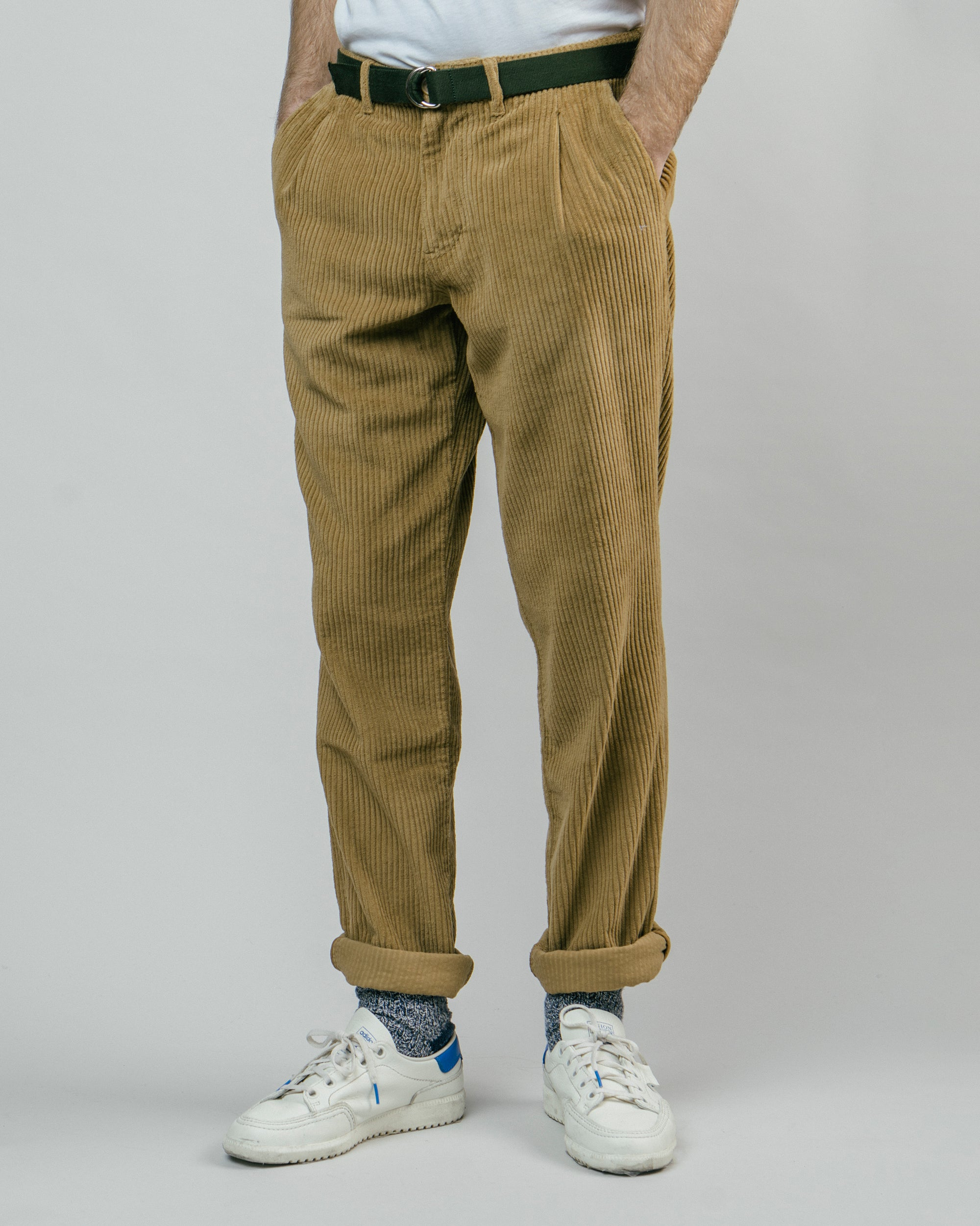 Shop sustainable and fairtrade apparel online. Model Corduroy Pants Camel.Official Brava Fabrics store, worldwide express shipping.