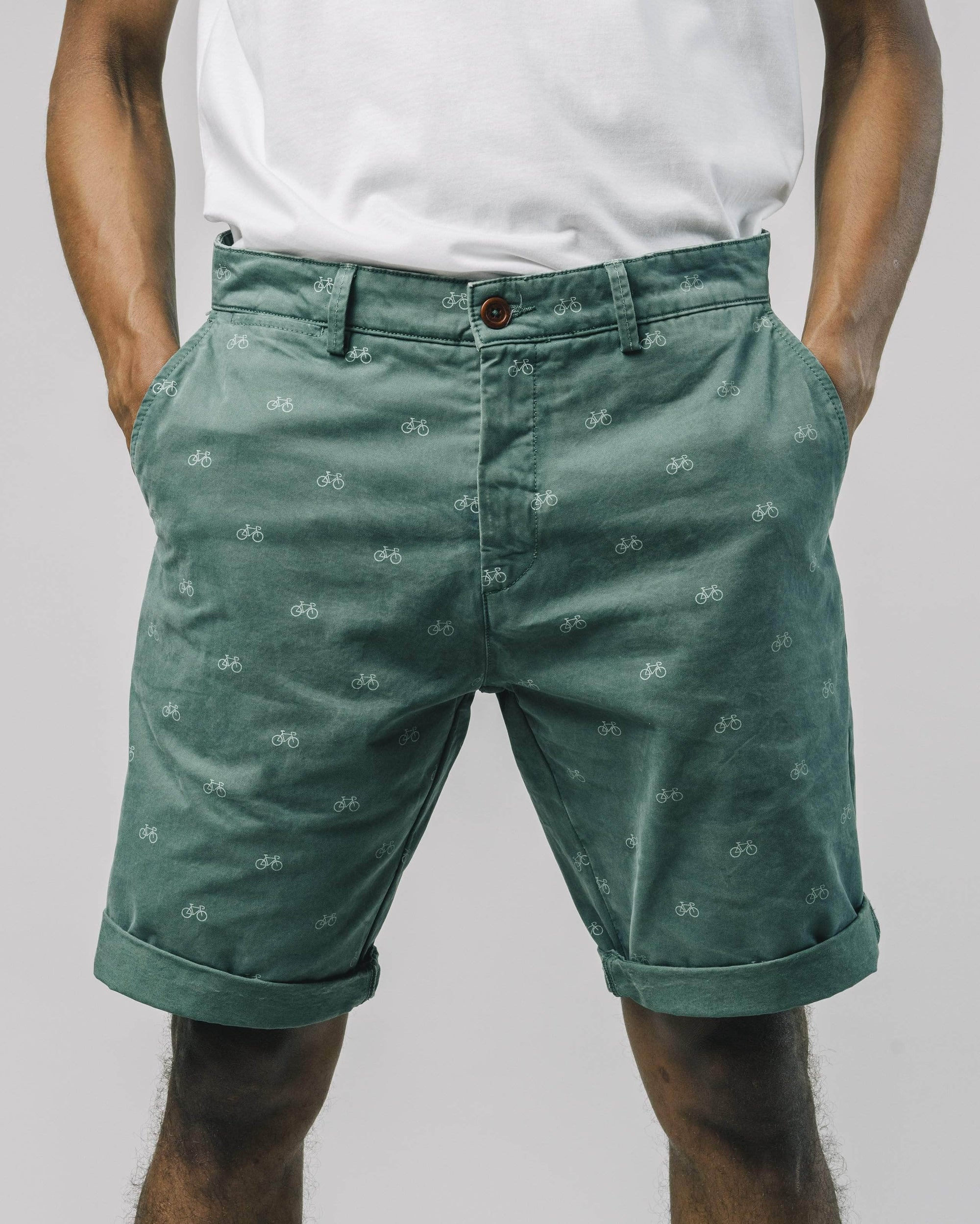 Discover our Fixed Gear Green Shorts made of Organic Cotton. Find sustainable Shorts for Men by Brava Fabrics, ethically made in Portugal. ✓ Fair ✓ Eco
