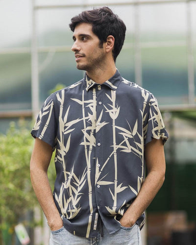 Brava Fabrics - Short Sleeve Shirts Men - Short Sleeve Men - Casual Shirts Men - Regular Fit - 100% Cotton - Blue - Model Bamboo Jungle