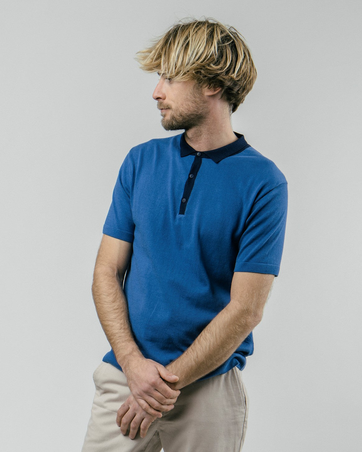 Shop sustainable and fairtrade apparel online. Model Polo T-Shirt Navy Sky. Official Brava Fabrics store, worldwide express shipping.