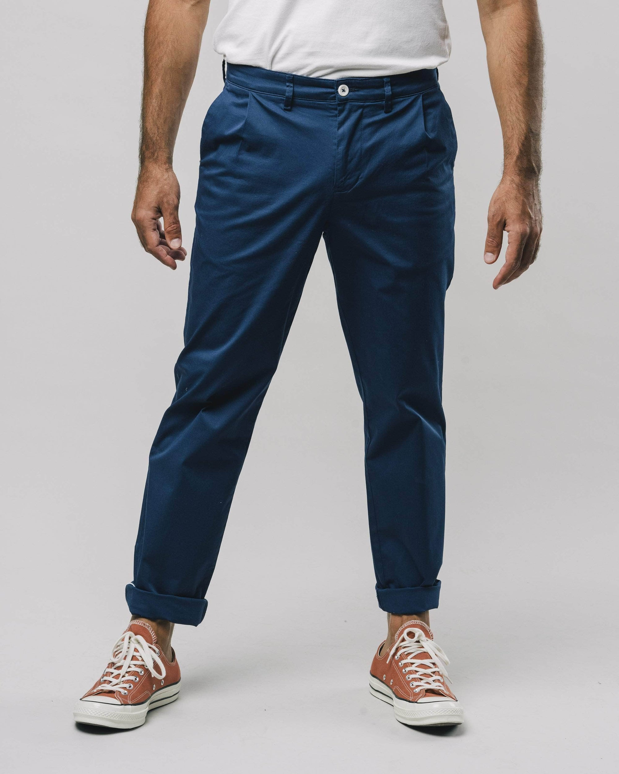 Shop sustainable and fairtrade apparel online. Model Chino pants Navy. Official Brava Fabrics store, worldwide express shipping.