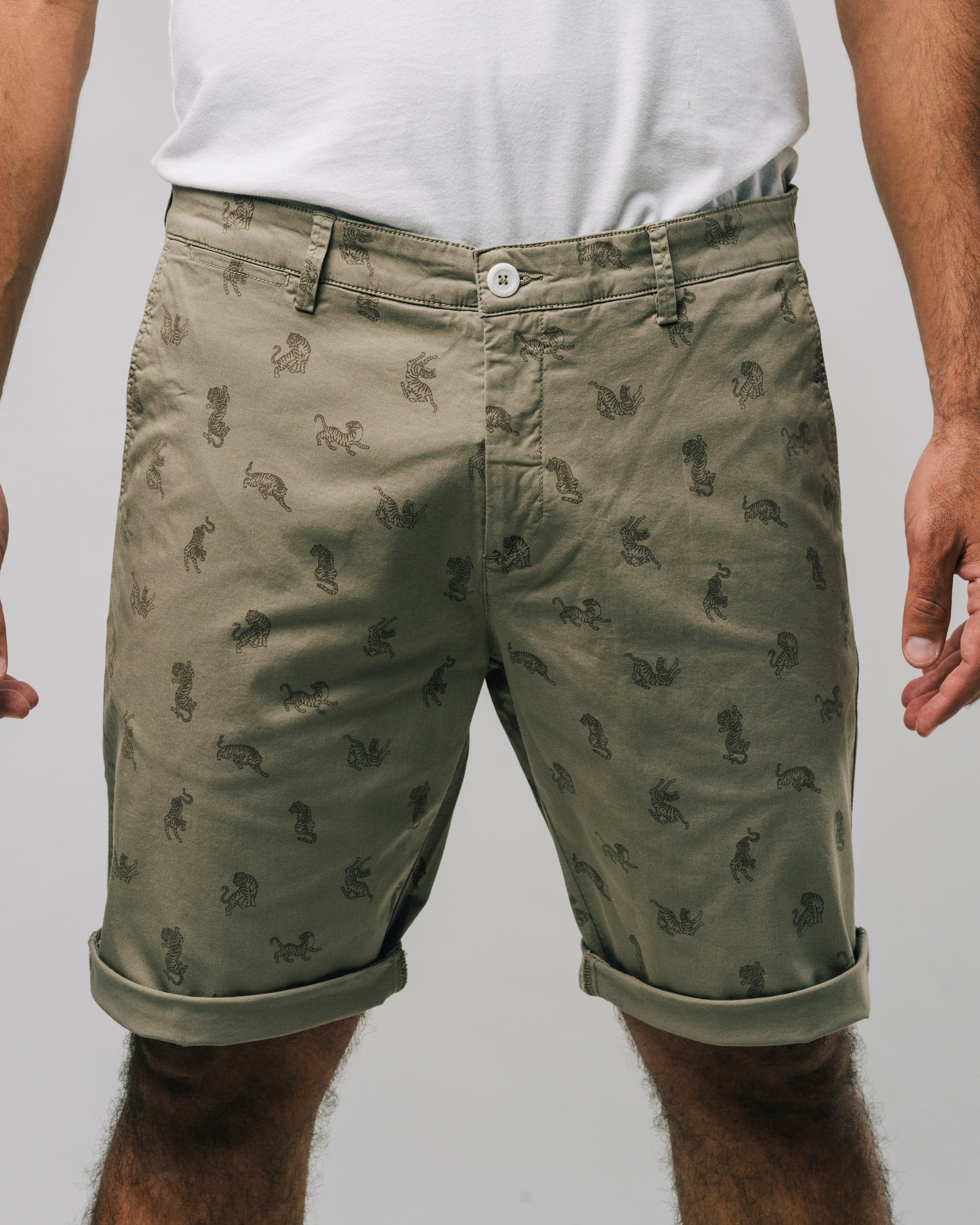 Shop sustainable and fairtrade apparel online. Model Short pants Roar Roar. Official Brava Fabrics store, worldwide express shipping.
