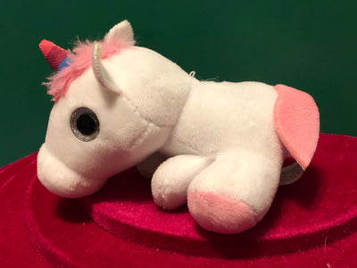 Pippy, Tiny White Unicorn