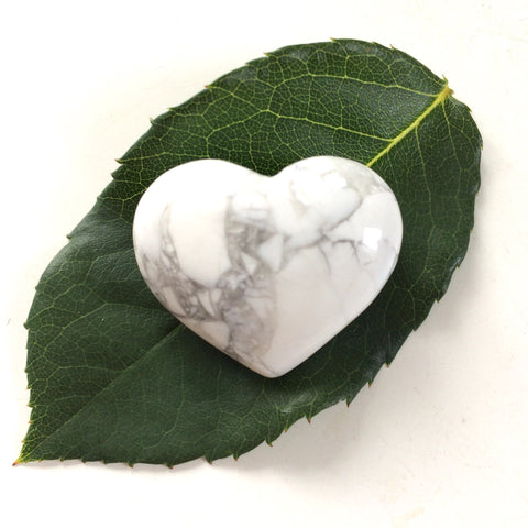 Howlite heart shaped smooth palm stone pocket healing 30mm